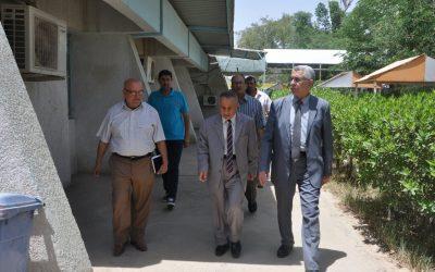 في زيارة تفقدية  رئيس الجامعة يزور كلية الطب البيطري
