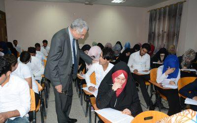 رئيس  جامعة واسط يطلع على سير الامتحانات النهائية في كلية التربية
