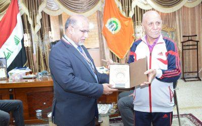 كلية الهندسة في جامعة واسط تحتفي بمدرب المنتخب الوطني بالريشة الطائرة الكابتن خضير عبد الكاظم