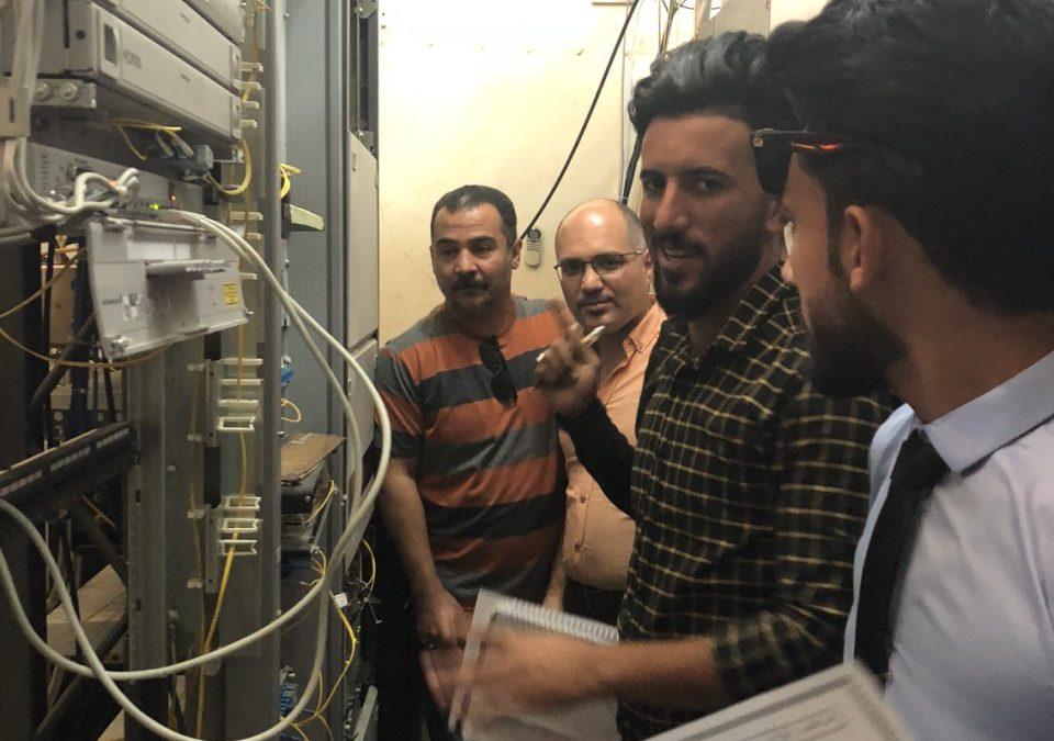 كلية التربية الأساسية تنظم سفرة علمية إلى مجمع اتصالات وبريد العزيزية