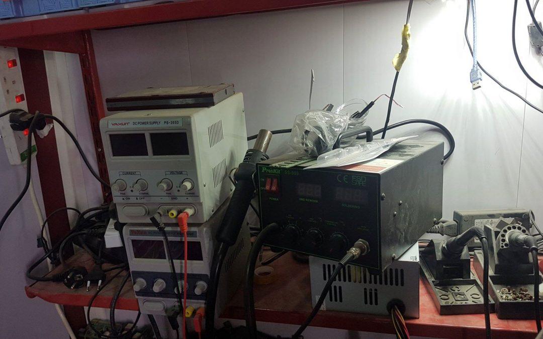 ورشة عمل لتصليح الأجهزة الدقيقة حاسبات ولأبتوب في كلية الحاسوب وتكنولوجيا المعلومات