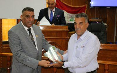 رئيس الجامعة يكرم مسؤول نقل مقاتلي الحشد الشعبي والدعم اللوجستي